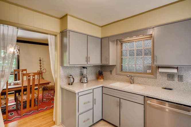 2391 Saint Andrews Court NE-small-017-8-Kitchen-666x445-72dpi