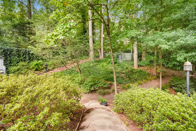 2528 Varner Drive NE Atlanta-small-039-34-Back Yard-666x445-72dpi