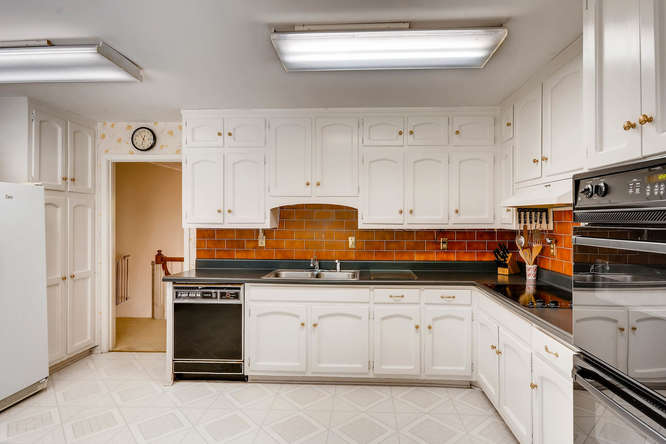 3186 Surgarplum rd Atlanta GA-small-014-19-2nd Floor Kitchen-666x445-72dpi