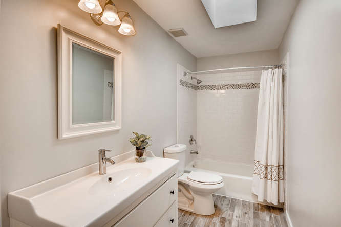 2195 Greencliff Dr NE Atlanta-small-029-20-2nd Floor Bathroom-666x445-72dpi