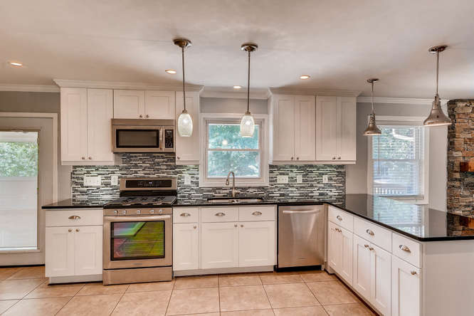 4260 Castle Pines Court Tucker-small-010-43-Kitchen-666x445-72dpi