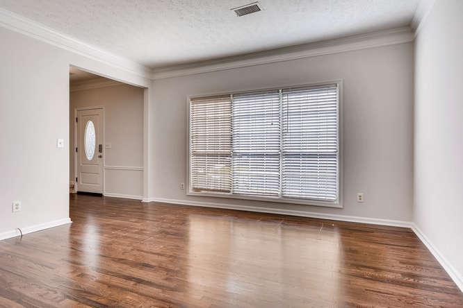 547 Ravinia Way Lawrenceville-small-008-7-Living Room-666x445-72dpi