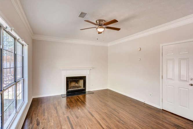 547 Ravinia Way Lawrenceville-small-020-19-Family Room-666x445-72dpi