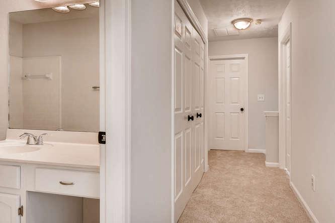 547 Ravinia Way Lawrenceville-small-036-32-2nd Floor Hallway-666x445-72dpi