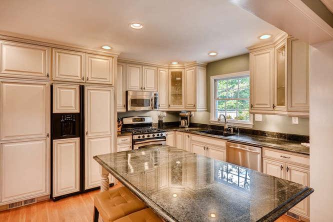 2075 Valiant Drive Atlanta GA-small-015-14-Kitchen-666x445-72dpi