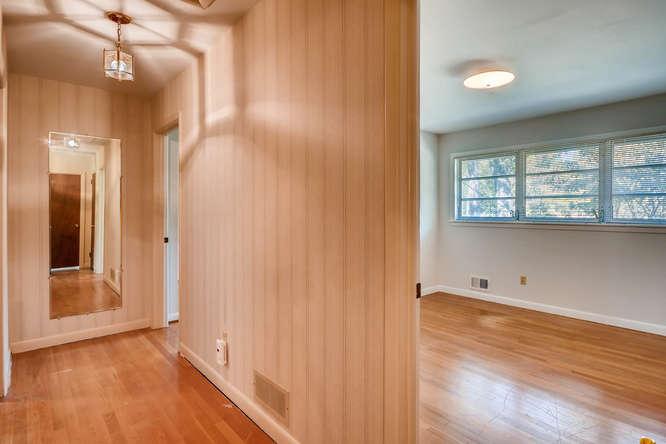 2518 Hazelwood Dr NE Atlanta-small-034-29-Hallway-666x445-72dpi