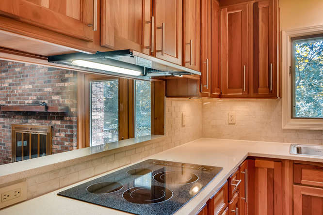 2518 Hazelwood Dr NE Atlanta-small-036-26-Kitchen Detail-666x445-72dpi