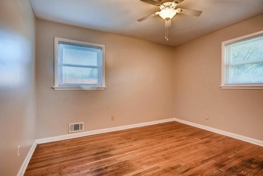 3048 Hudson Ct Decatur GA-large-020-16-Master Bedroom-1499x1000-72dpi