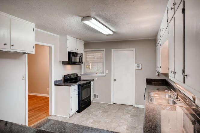 3048 Hudson Ct Decatur GA-small-012-12-Kitchen-666x445-72dpi
