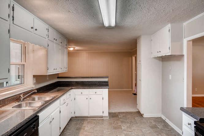 3048 Hudson Ct Decatur GA-small-013-14-Kitchen-666x445-72dpi