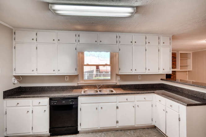 3048 Hudson Ct Decatur GA-small-014-10-Kitchen-666x445-72dpi