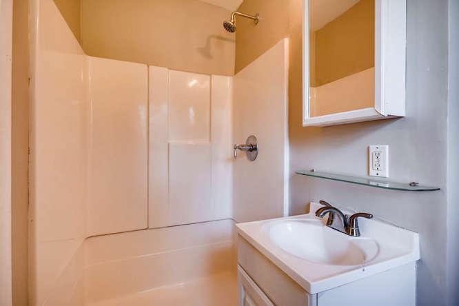3048 Hudson Ct Decatur GA-small-021-18-Master Bathroom-666x445-72dpi