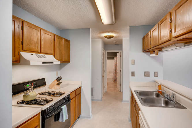 1019 North Jamestown Decatur-small-012-2-Kitchen-666x445-72dpi