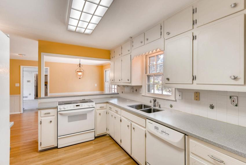 2556 midvale Forest Drive-large-010-7-Kitchen-1499x1000-72dpi