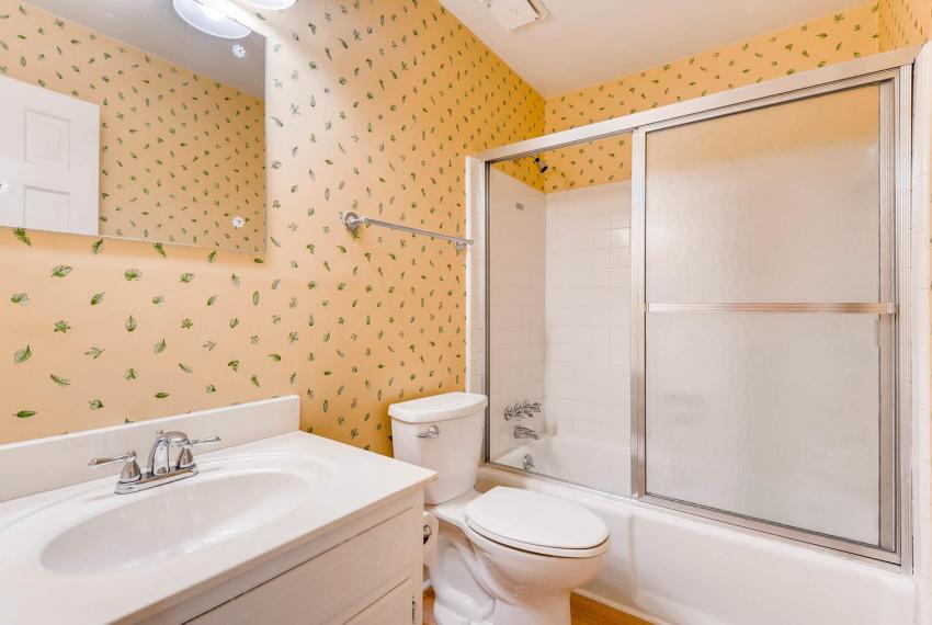 2556 midvale Forest Drive-large-020-19-Bathroom-1499x1000-72dpi