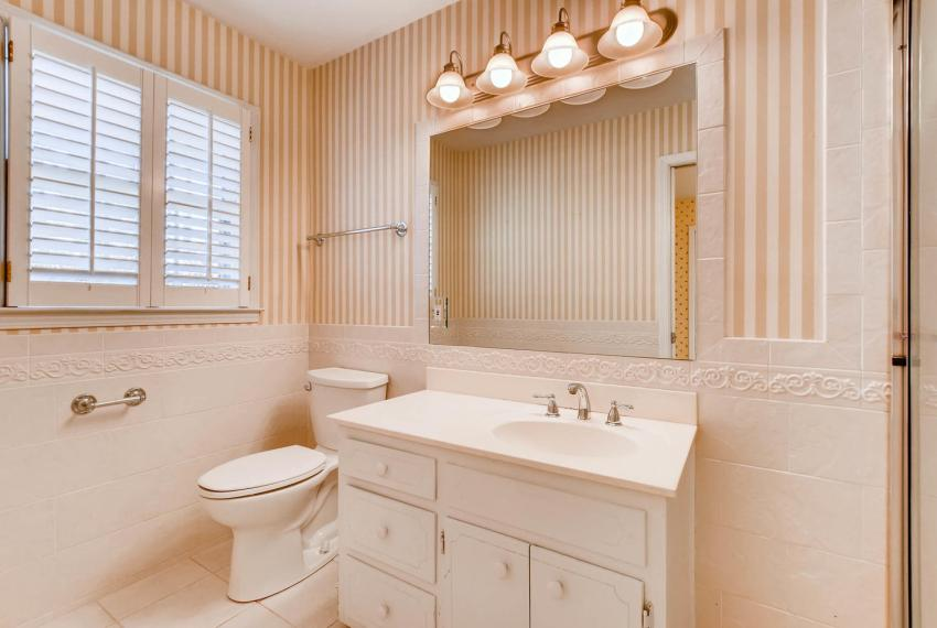 2556 midvale Forest Drive-large-024-20-2nd Floor Master Bathroom-1499x1000-72dpi