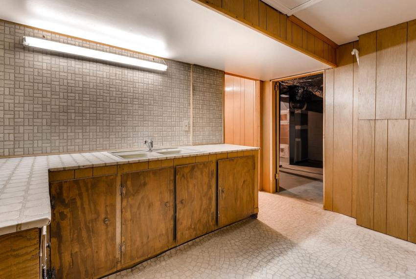 2556 midvale Forest Drive-large-036-31-Lower Level Kitchenette-1500x1000-72dpi