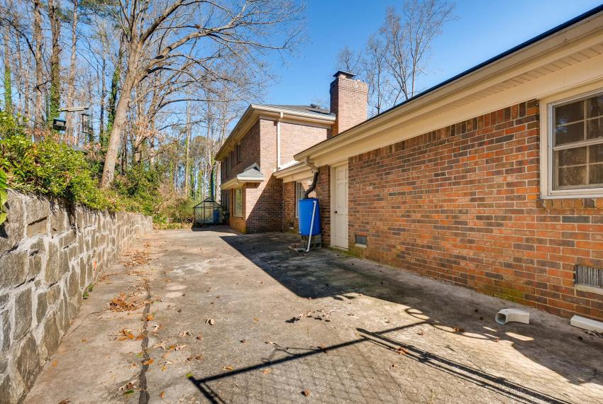 2556 midvale Forest Drive-large-038-33-Patio-1499x1000-72dpi