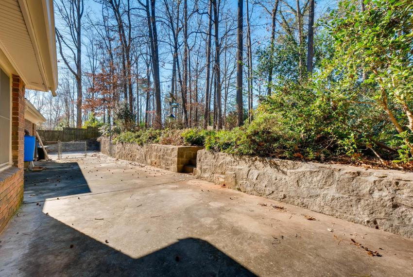 2556 midvale Forest Drive-large-039-25-Patio-1500x1000-72dpi