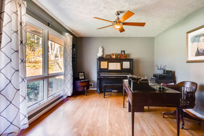 2703 Braithwood Drive NE-small-007-41-Living Room-666x445-72dpi