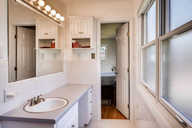 2703 Braithwood Drive NE-small-017-11-2nd Floor Master Bathroom-666x445-72dpi