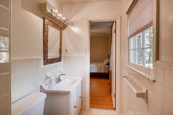 2882 Greenbush Place NE-small-019-7-2nd Floor Master Bathroom-666x445-72dpi