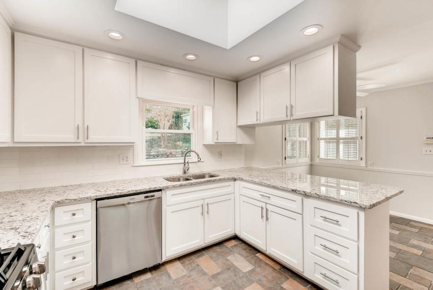 2103 Continental Drive Atlanta-large-009-3-Kitchen-1499x1000-72dpi