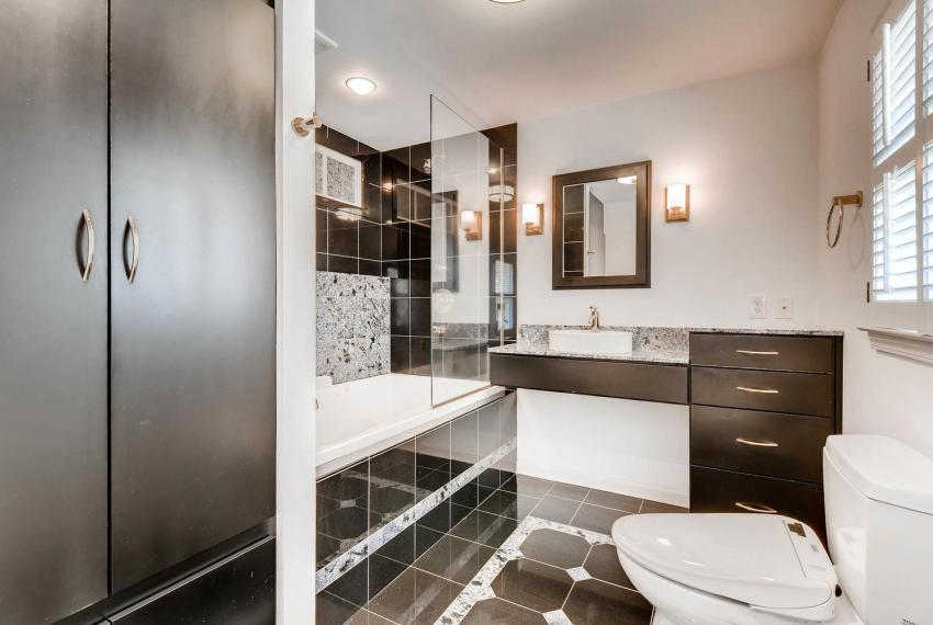 2103 Continental Drive Atlanta-large-022-1-Master Bathroom-1499x1000-72dpi