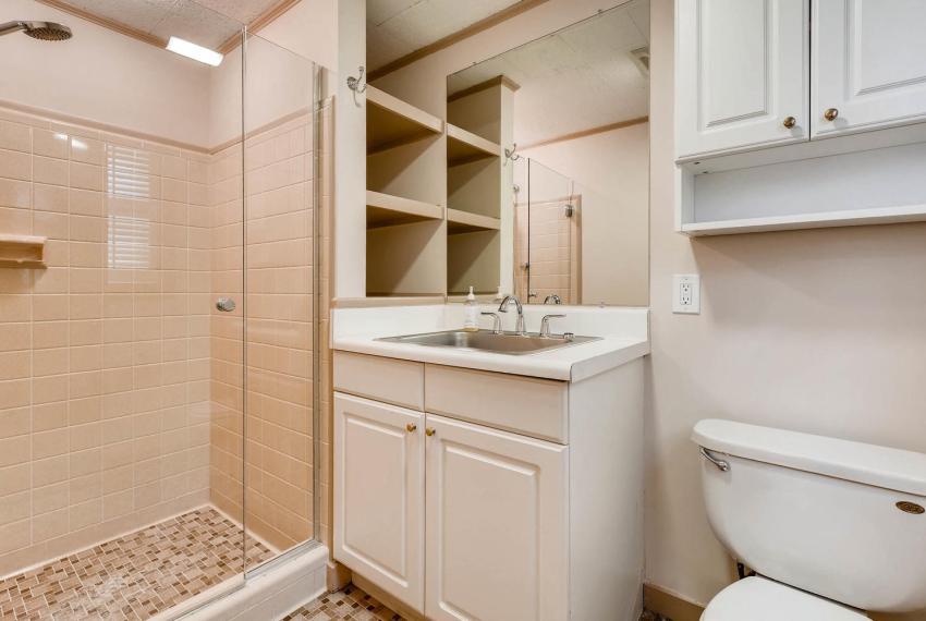 2103 Continental Drive Atlanta-large-030-32-Lower Level Bathroom-1499x1000-72dpi