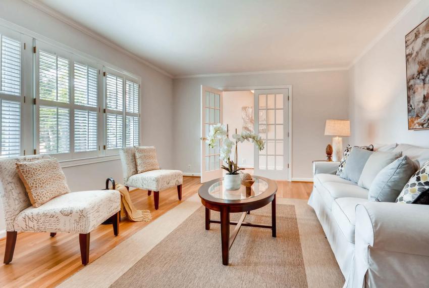 2103 Continental Drive NE-large-005-14-Living Room-1499x1000-72dpi