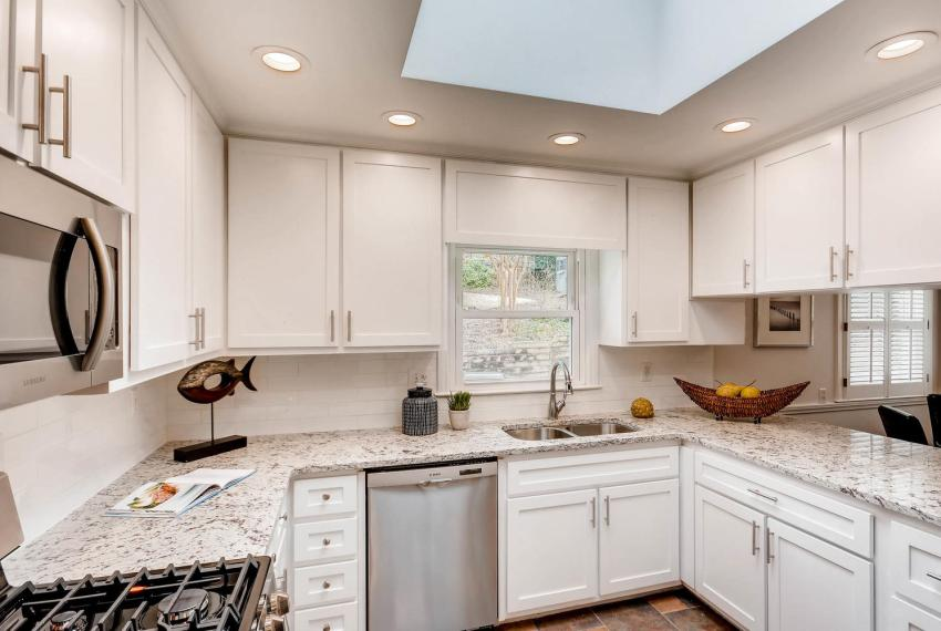 2103 Continental Drive NE-large-008-11-Kitchen-1499x1000-72dpi