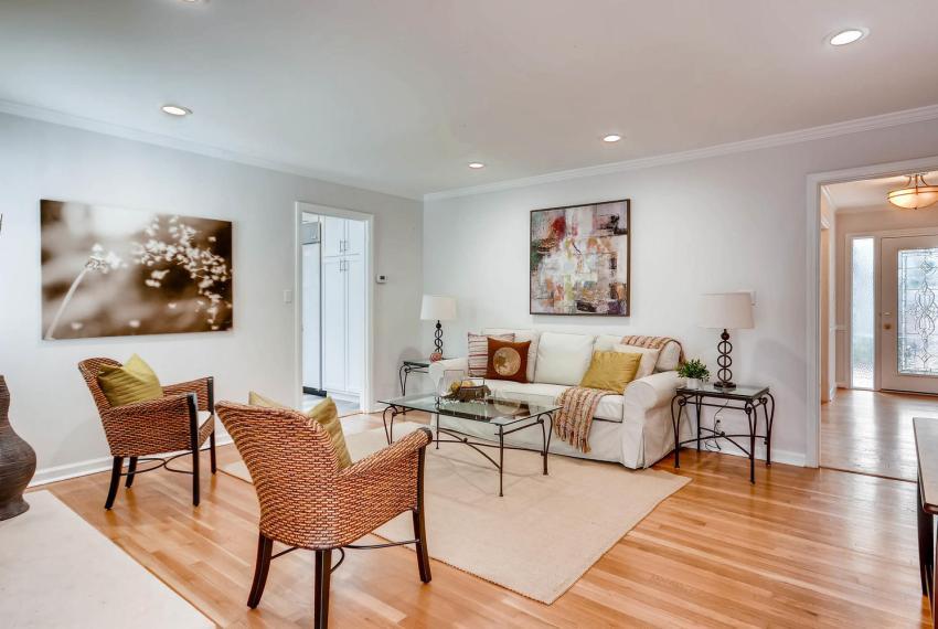 2103 Continental Drive NE-large-015-24-Family Room-1499x1000-72dpi