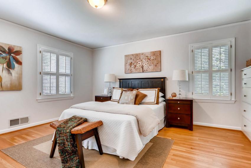 2103 Continental Drive NE-large-018-10-Master Bedroom-1499x1000-72dpi