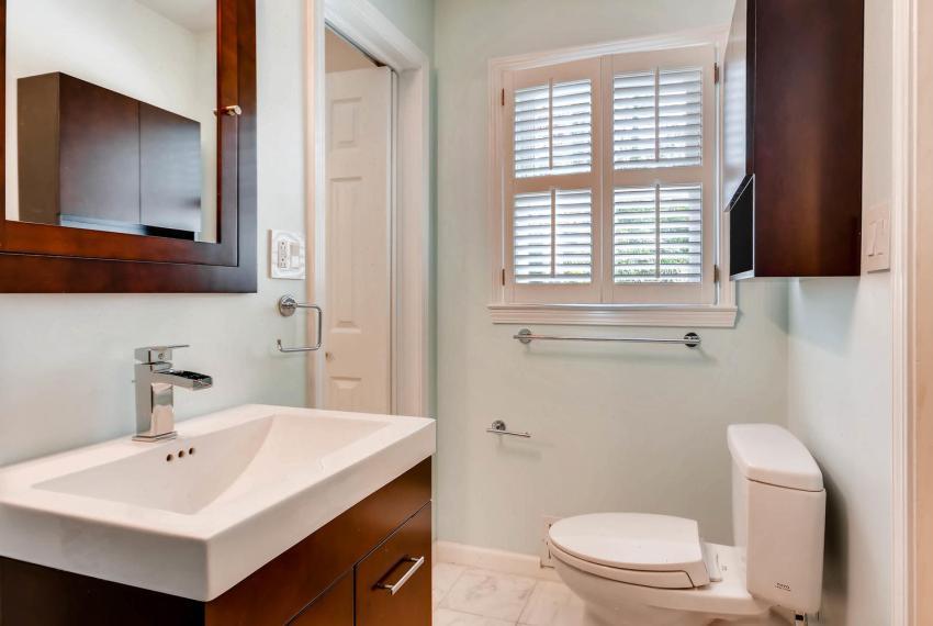 2103 Continental Drive NE-large-034-32-Jack and Jill Bathroom-1498x1000-72dpi