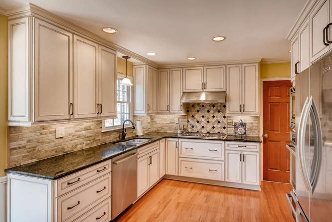 2548 Midvale Forest Drive-small-011-5-Kitchen-666x445-72dpi