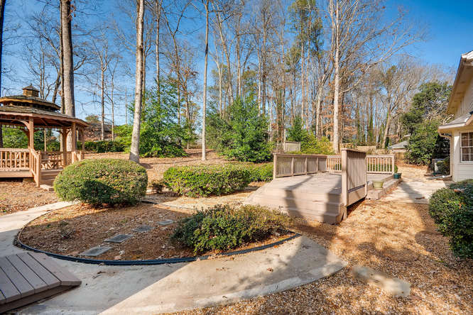 2548 Midvale Forest Drive-small-037-28-Back Yard-666x445-72dpi