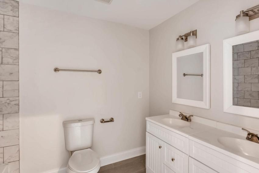 2991 Marlin Drive Atlanta GA-large-029-9-2nd Floor Bathroom-1499x1000-72dpi