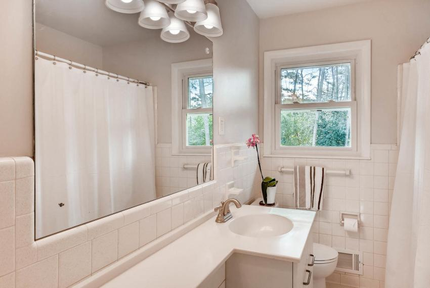 3075 Greenbrook Way NE Atlanta-large-027-26-2nd Floor Bathroom-1500x1000-72dpi