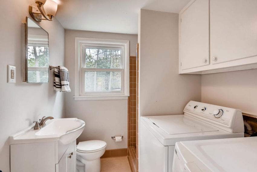 3075 Greenbrook Way NE Atlanta-large-032-16-Lower Level Bathroom-1499x1000-72dpi