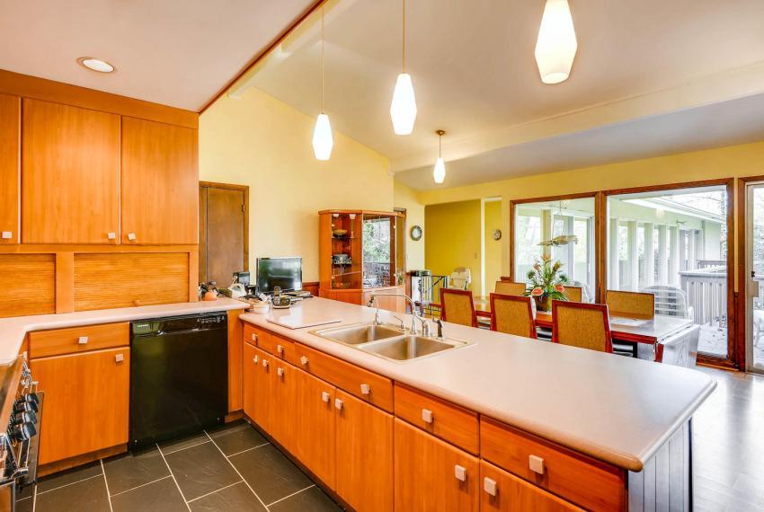 2072 Castleway Drive Atlanta-large-013-11-Kitchen-1499x1000-72dpi