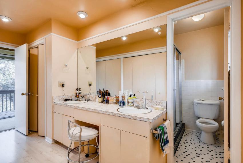 2072 Castleway Drive Atlanta-large-021-22-Master Bathroom-1499x1000-72dpi