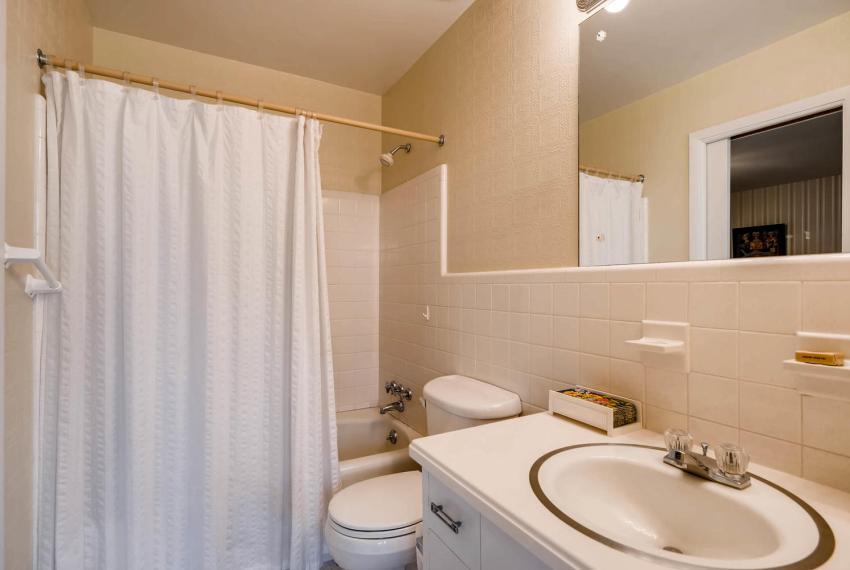 2072 Castleway Drive Atlanta-large-025-15-Bathroom-1499x1000-72dpi