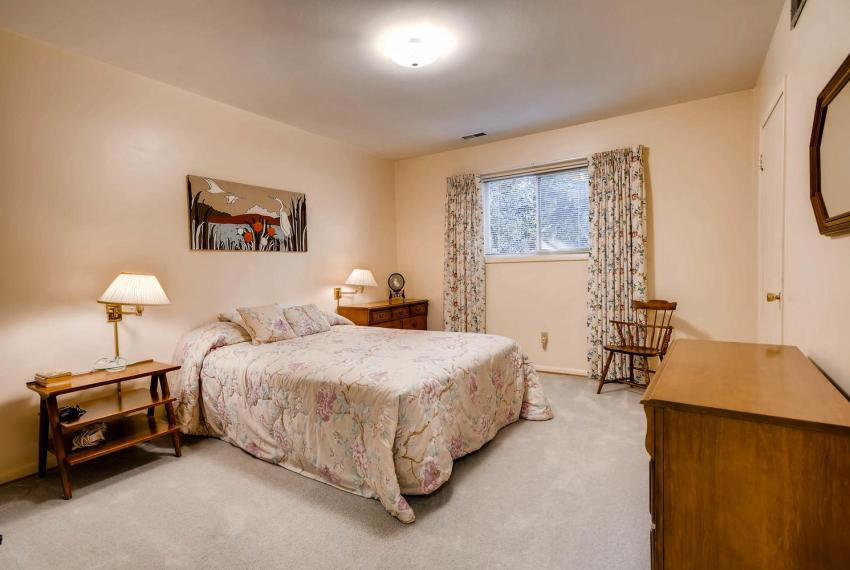 2072 Castleway Drive Atlanta-large-029-26-Lower Level Bedroom-1499x1000-72dpi