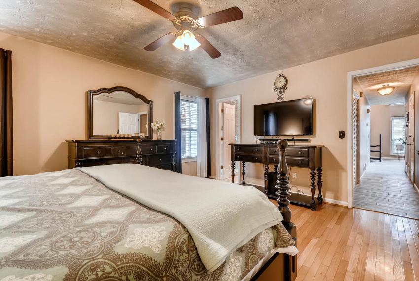 2417 Empire Forest Dr Tucker-large-013-15-Master Bedroom-1499x1000-72dpi