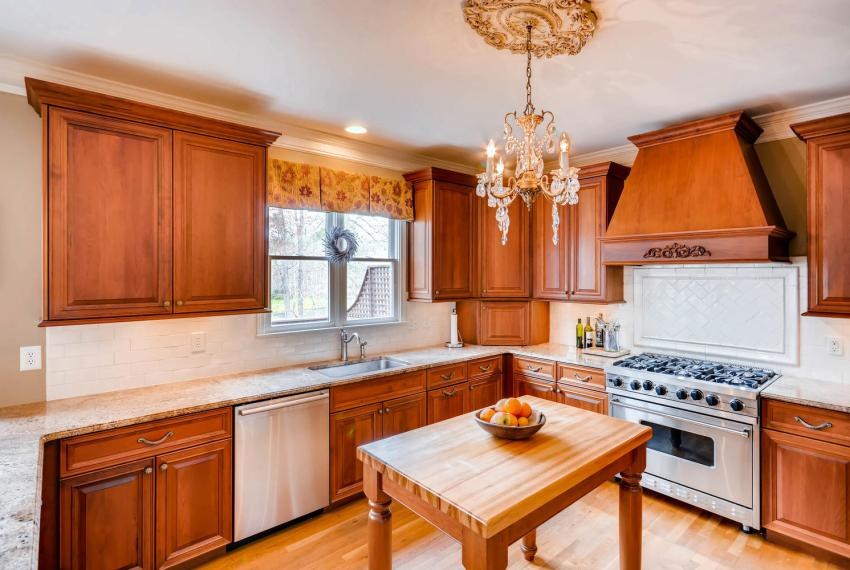 821 Lakeglen Drive Suwanee GA-large-014-12-Kitchen-1499x1000-72dpi