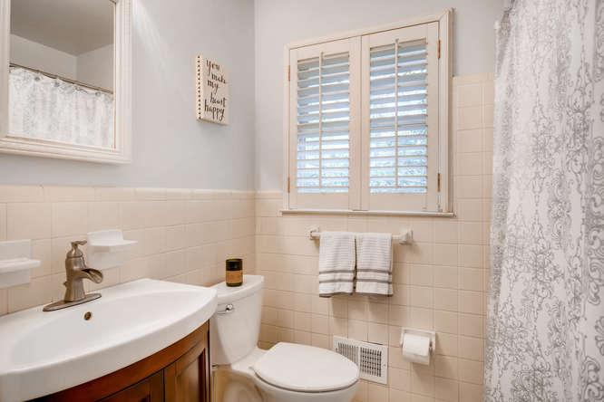 2895 Evans Woods Drive Atlanta-small-021-43-2nd Floor Master Bathroom-666x445-72dpi