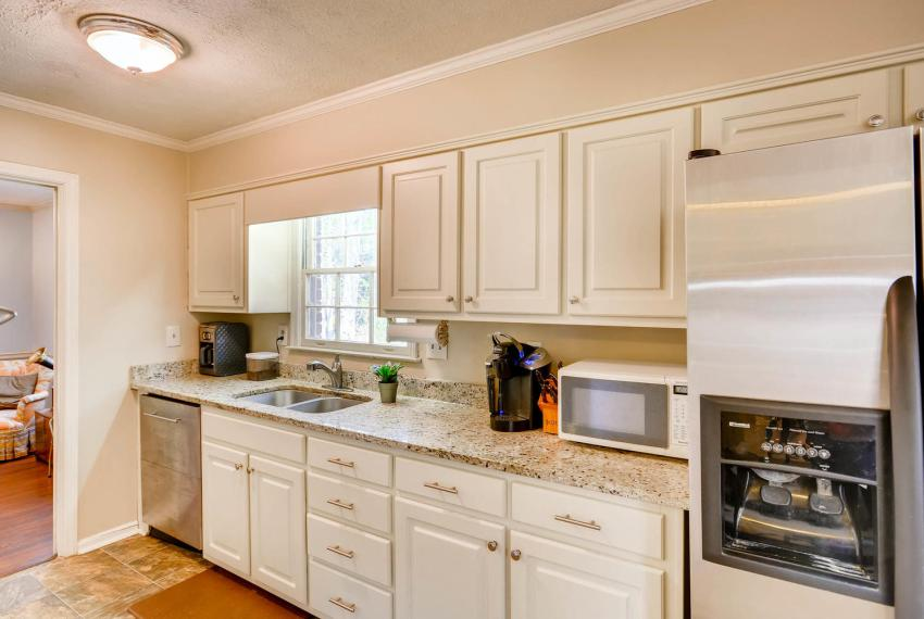 3961 Briaridge Circle Atlanta-large-017-10-Kitchen-1499x1000-72dpi