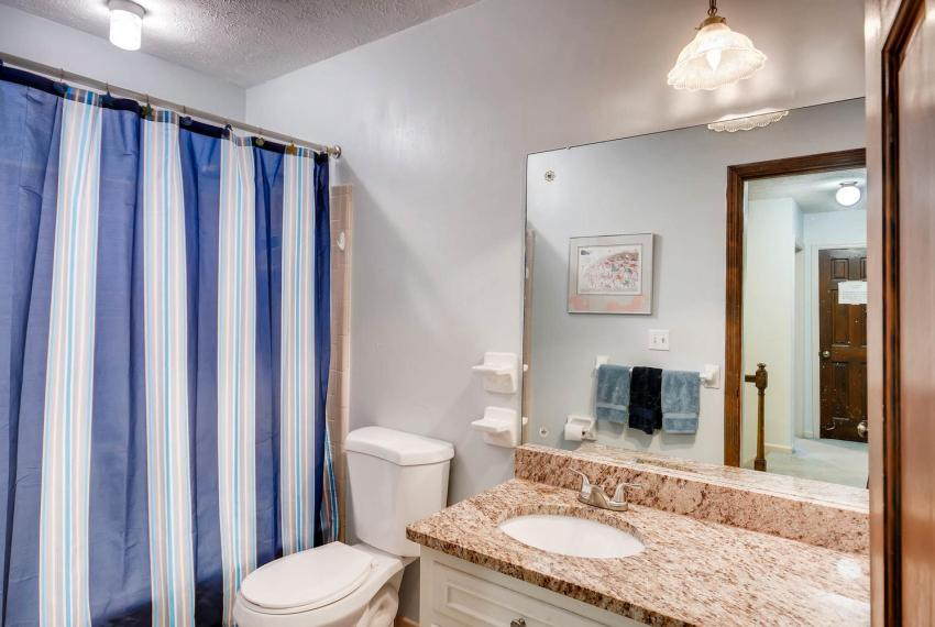 3961 Briaridge Circle Atlanta-large-027-31-2nd Floor Bathroom-1499x1000-72dpi