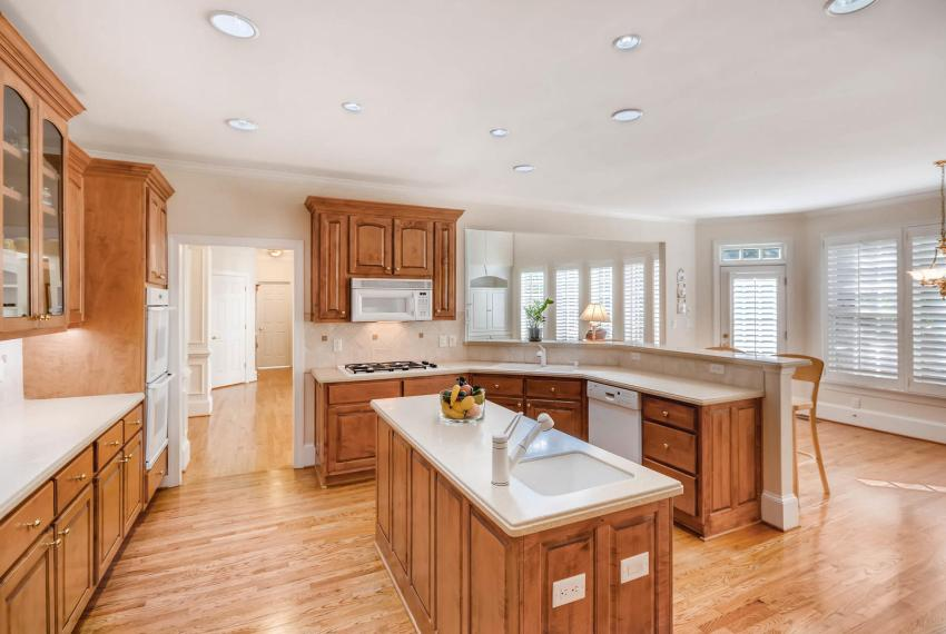 4477 Briarcliff Rd NE Atlanta-large-015-27-Kitchen-1499x1000-72dpi