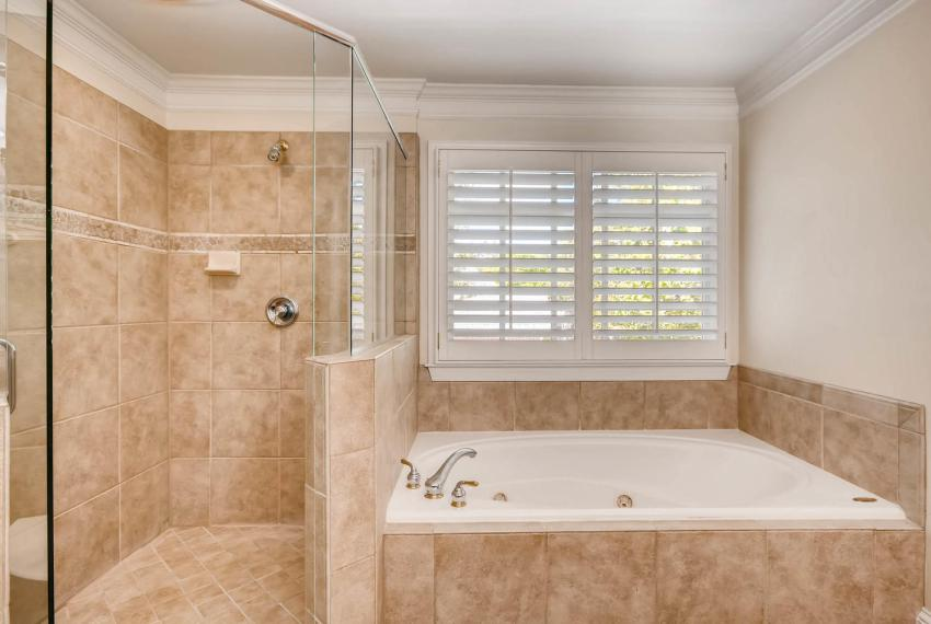 4477 Briarcliff Rd NE Atlanta-large-022-23-2nd Floor Master Bathroom-1499x1000-72dpi